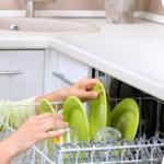 Comment puis-je régler le problème de mauvaise odeur de mon lave-vaisselle ?